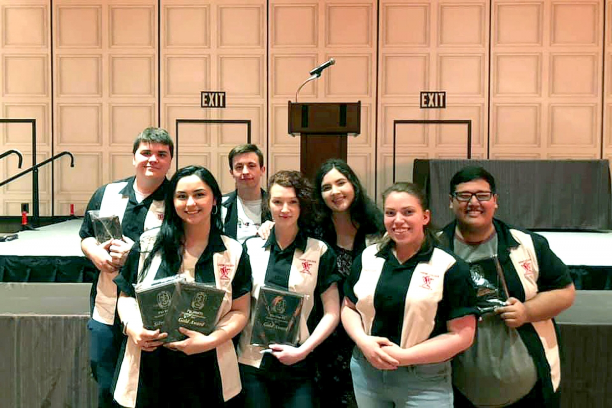 Photo of Casper College Forensics team at nationals.