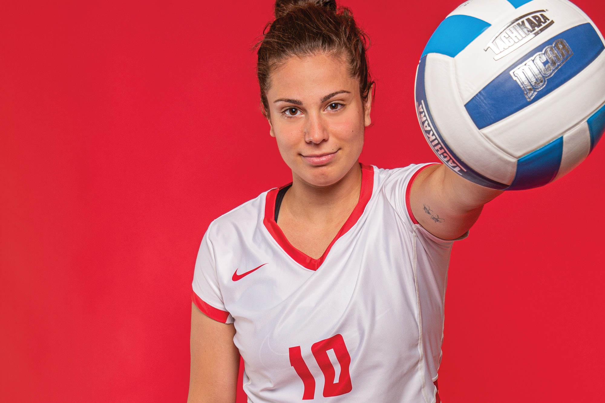Photo of Casper College volleyball player Jovana Jeremic holding a volleyball